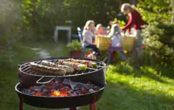 charbon de bois en famille