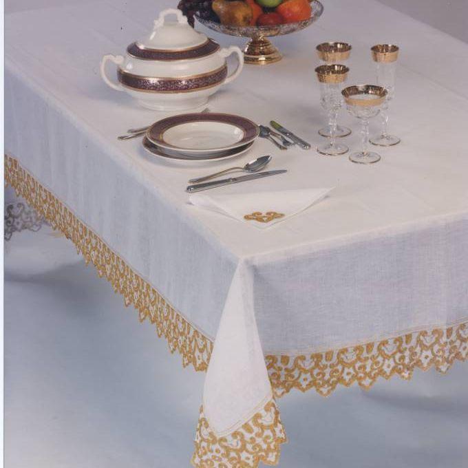 TOVAGLIA EMIRATES BISSO DI PURO LINO      Filo LUREX 100% Made in Tuscany cucito e ricamato.          DUBAI FINE LINEN TABLECLOT Hthread : LUREX 100% Made in Tuscany sewn and embroidered in Tuscany