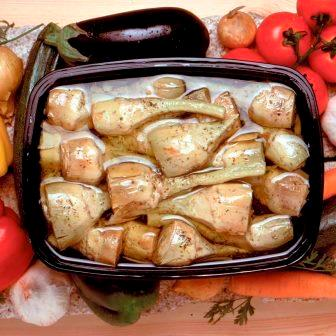 marca: LOMBARDI (Italia) Deliciosas alcachofas enteras aderezadas con hierbas aromáticas. Marinadas en aceite vegetal con ajo, perejil, pimiento y albahaca. Muy rico en fibra. Procedente de Italia