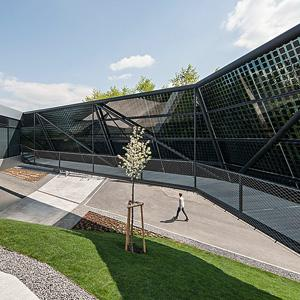 Picture of a BIPV facade with glass glass modules for a office building in Austria.
