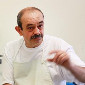 Critico di formaggi, esperto di tecnologia casearia si occupa di ricerca, consulenza, formazione e didattica del formaggio