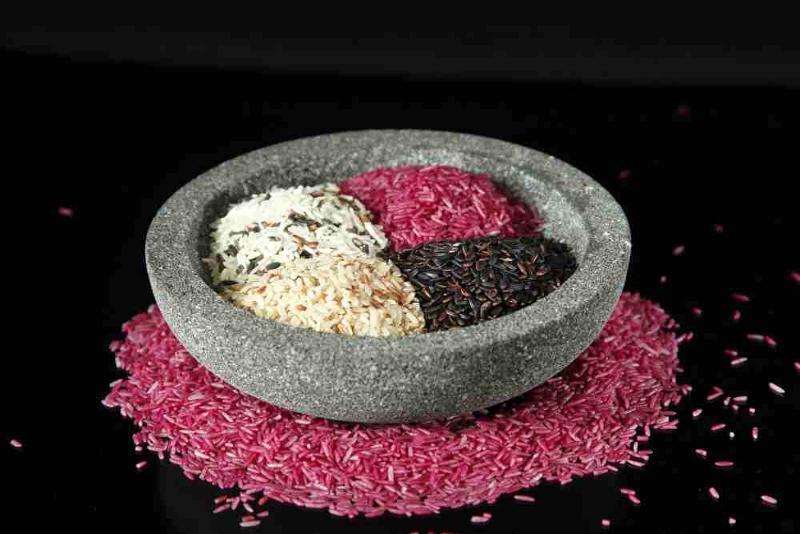 Vier Reis Sorten von Lotao in der Schüssel