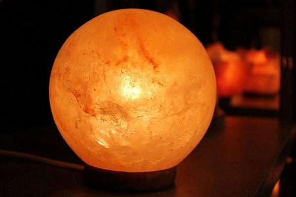 Ball shape salt lamp