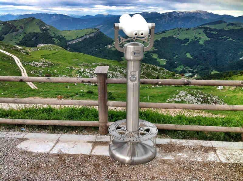 Binocolo Panoramico Vellardi completo di gettoniera e scalino con Rosa dei Venti. 100% inox Antivandalo.