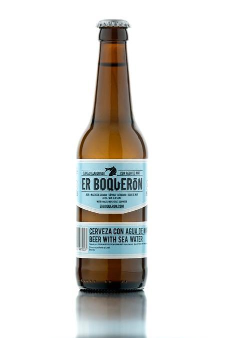 Er Boquerón es la primera y única cerveza artesanal premium del mundo elaborada con agua de mar, que no la hace salada pero le aporta un toque mineral diferenciador siendo una cerveza fresca y suave.