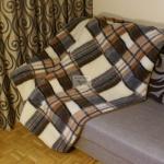 """Koc """"Babci"""" - Merynos europejski idealnie sprawdzi się podczas długich zimowych wieczorów. 100% czystej żywej wełny owczej rozgrzeje nawet największego zmarzlucha.Gramatura: 430 g/m2. Roz:155x200cm"""