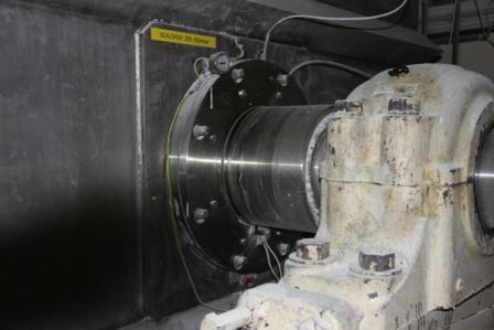 """Garniture mécanique MECO AHS, fixée sur un mélangeur avec une arbre de 11"""". Produit: poudre de soja."""