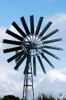 Grazie all'acquisizione, di nuove competenze tecniche oggi possiamo revisionare e costruire completamente le classiche pompo a vento o pompe eoliche.