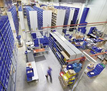 Our large high-bay warehouse with more than 45,000 products, ensuring very short delivery times.