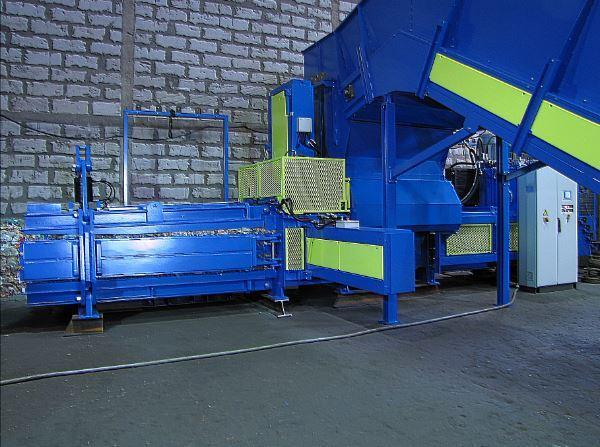 Pre-press channel baler with mini flaps