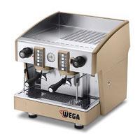 Macchina per caffè semiautomatica ad erogazione continua. Semplice ed essenziale, ma con un cuore professionale che sa sempre rispondere alle massime esigenze.