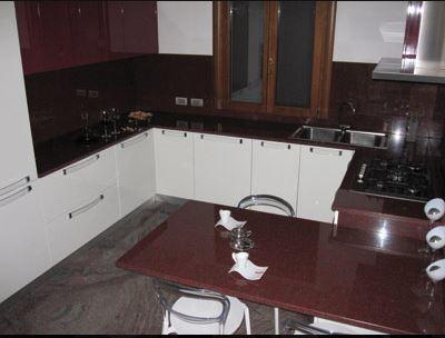 Realizzazioni piani cucina in marmo granito