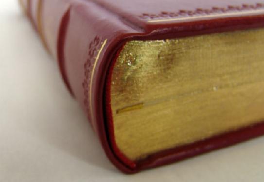 livre à couverture rigide