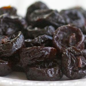 Dried prunes with or without kernel,moisture max 35%,calibrated or not,industrial prunes. Origin Serbia. Type:Stanley