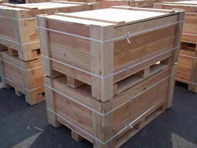 Caisse neuve 1.20 x 0.80 x 0.80 avec couvercle et feuillard