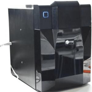 A disposition : imprimantes 3D :  une Ultimaker, une UP! Mini, une form 1+, et une Zortrax M200.