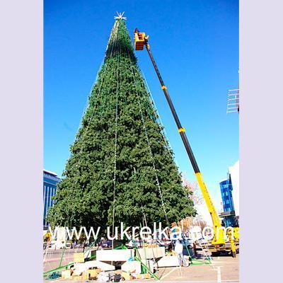 Comercial artificial Christmas tree
