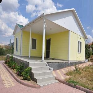 Prefabrik ile tek katlı ya da çok katlı yapılar inşa etmek mümkündür.Prefabrik ile, evler, sosyal tesisler, okullar, şantiye yapıları, hastaneler, kamp alanlarında kullanılmaktadır.