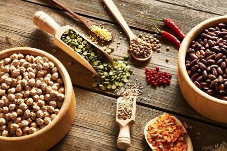 Lotao Vida - Kulinarische Schätze aus Europa. Die Serie enthält vier spanische Kostbarkeiten: drei seltene Bohnen-Sorten sowie eine besonders außergewöhnliche Linsenart.