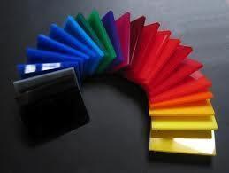 Plexiglas disponible en toutes les épaisseurs du 1 mm au 30 mm. Tous les couleurs transparents et opales.  N'hésitez pas à nous contacter.