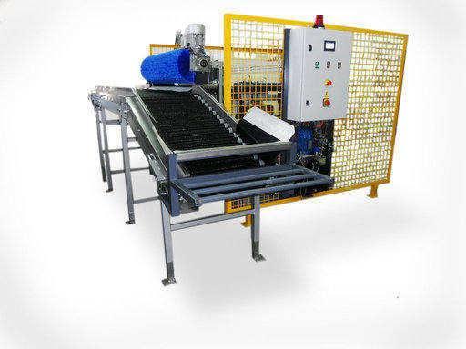 Com sistema Hidráulico .  Utilização para descarga de palotes em linhas de calibragem para diferentes variedades de Frutas .