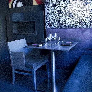 Plateau de table en Stratifié Compact HPL épaisseur 10mm décor Lave de Strombolli sur pied Interior Inox.