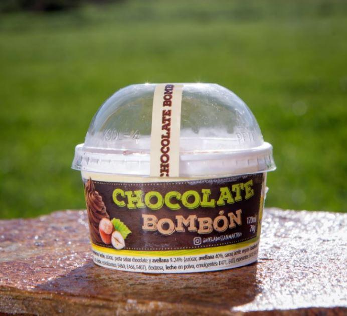 Helado de chocolate bombón