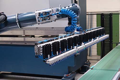 Roboter an Fertigungslinie