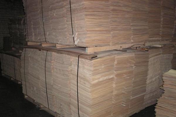 Veneer is the core of wood furniture.