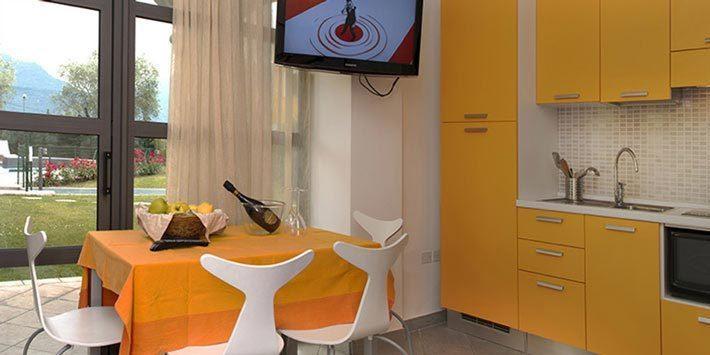 Bilocale da 45 mq con 4 posti letto (matrimoniale + divano letto) con patio attrezzato
