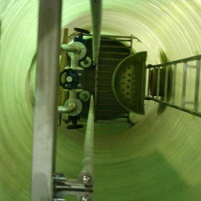 КНС – канализационная насосная станция для перекачки различных видов жидкостей. КНС — это целый комплекс гидротехнического оборудования, которое функционирует автономно и надежно. КНС делят на: