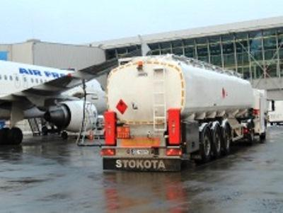 STOKOTA offers tank semitrailers, trailers and superstructures in aluminium or stainless steel for the transport of both non-ADR and ADR products like fuel, heating oil, LPG and aircraft fuel.
