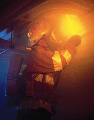 La gamme d'éclairage Cyalume permet d'identifier les zones à risques/sécurisées, de marquer le personnel de secours, les patients en cas de triage médical (EVASAN), de baliser les zones d'intervention