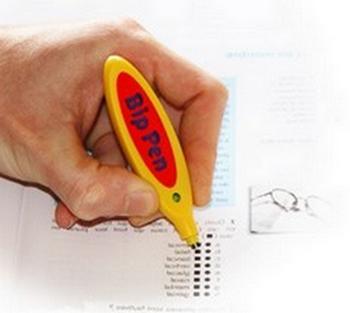 Le Bip Pen, le stylo électronique rend le papier vivant et interactif. Il a la particularité de reconnaître l'information codée dans l'encre magique.