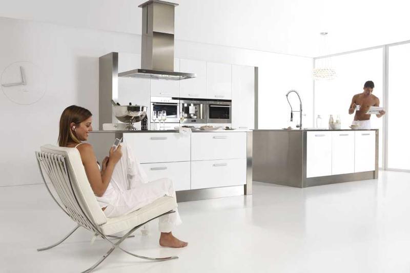 El estilo minimalista es nuestra especialidad. Cocinas de línea sencilla pero, a la vez, sofisticadas. Con todas las funciones de una cocina moderna y actual pero con estudiada simplicidad de formas.