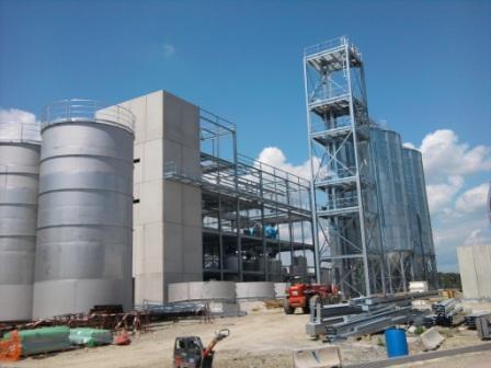 Montaggio impianto di stoccaggio e lavorazione del mais per produzione olio almentare .           Mounting storage facility and corn processing for the production of cooking oil