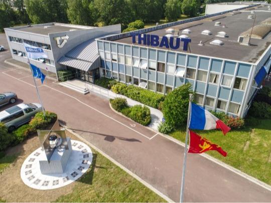 Thibaut 's entrance