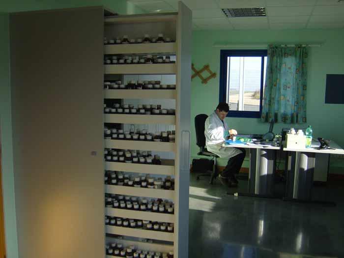 Aromathèque de 3000 produits.