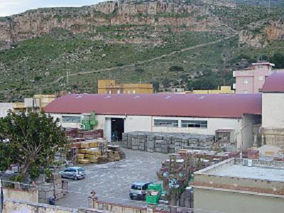 La ditta Pavimenti Pietro Basile si occupa della produzione di pavimenti in cemento, sia per interni che per esterni.