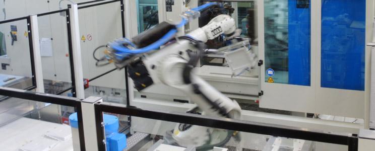 Wir verarbeiten BMC-Formmassen im Spritzgiessverfahren mit vollautomatisierter Nachbearbeitung der Bauteile