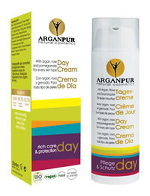 Avec huile d'argan, rose et grenade, pour tous types de peaux. 100% natural origin - 99,7% organic/vegetal - 42,5% organic.