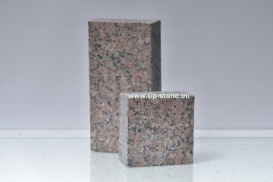 Pflastersteine 20x10x5cm alle Seiten gesägt, Oberfläche geflammt. Granit Rosa Raveno Extra aus Ukraine. Farbe: rot-braun