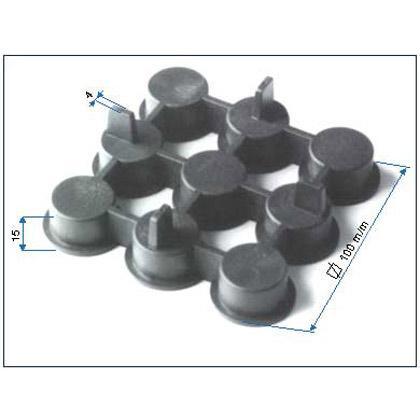 Este soporte está fabricado en polietileno con adición de carga mineral. Como los otros apoyos, su utilización es para montaje de pavimento flotante.