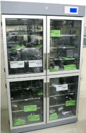 Stockage des composants sensibles et des PCB dans deux armoires à hygrométrie contrôlée