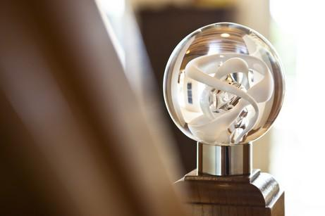 Banister finial handmade in our glass studio Banister finial Tubes de bulles - Range seduction  Standard sphere Dimensions: Ø10cm - Standard Ø5.5cm base Other colors and finishes available