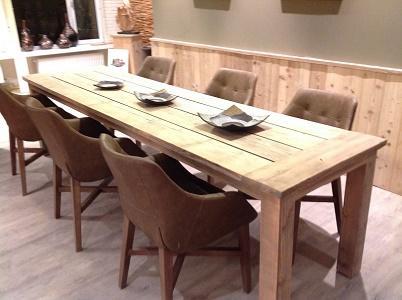 Deze tafel in steigerhout ref Erich is gemaakt uit gerecycleerde materialen. Wenst u deze op een ander formaat dan kan dit tot 470 cm lengte. Al onze tafels zijn geblokt en oer degelijk geproduceerd.