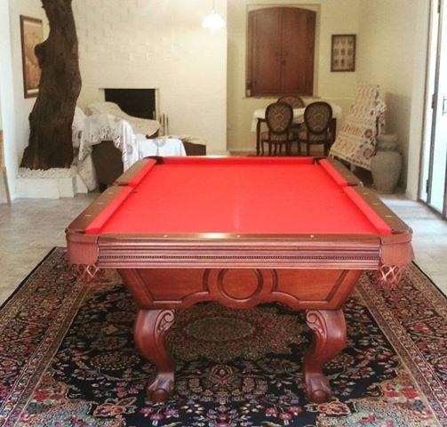 Fantastic pool Table 8ft in solid wood and red cloth.