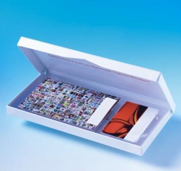 Emballage carte cadeau + livret. Digitray haute qualité pour carte de fidélité avec son livret. Format personnalisable à la demande. Collage sur support cartonné.