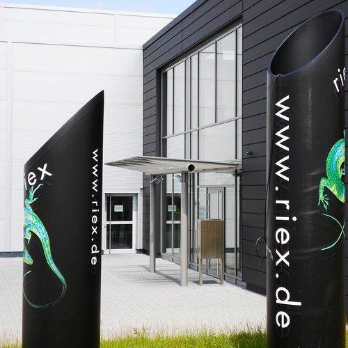 Eingang zum Firmengebäude