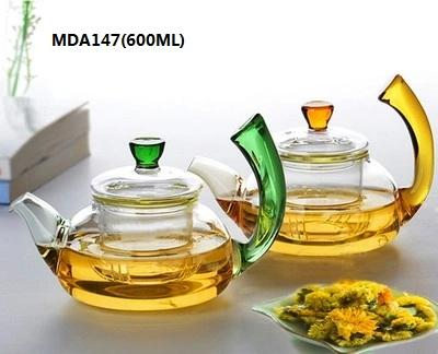 This glass teapot is microwave oven safe, can be put gas/fire directly. The instantaneous temperature exposure is from -20℃ to 150℃.